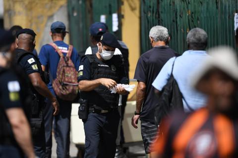 Rui Costa anuncia compra de 10 milhões de máscaras para ...